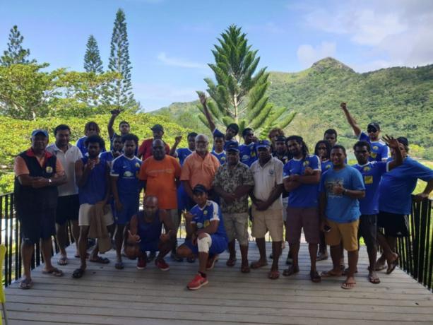 En photos : la COUTUME de bienvenue aux équipes de Malampa, Tefana et Toti City (photos OFC) + Coutume de l'équipe de Hienghène Sport à la mairie de Hienghène (en présence des 2 grands chefs et du maire, photo FCF)