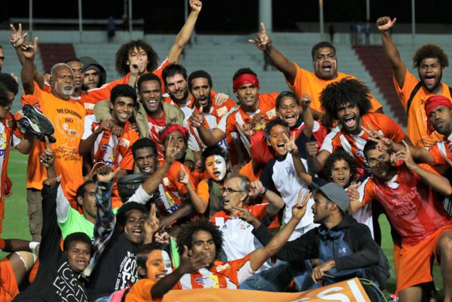 Mone WAMOWE (en haut sur la gauche), vainqueur avec l'AS LOSSI de la Coupe de Calédonie 2017... En finale face à Hienghène Sport (2-1)