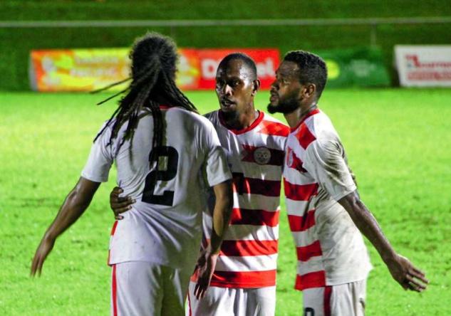Jorys MENE (à gauche), Jean Christ WAJOKA (au centre), et César ZEOULA (à droite), devront attendre 2022 avant d'espérer se retrouver sous le maillot de la Sélection A. La dernière sortie des cagous remontent aux Jeux du Pacifique 2019, aux Samoa.