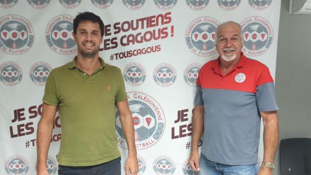 Bastien ANTOINE (à gauche), créateur du site FOOT NC, ici avec Gilles TAVERGEUX, Président de la FCF.