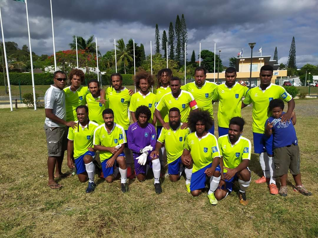 Félicitations à l'équipe de DUMBEA FCF, coachée par Francis WATRONE, qui accède à la Super Ligue 2021 après un parcours rondement mené en Play-Off Sud / Crédit photo : club de Dumbéa Fc