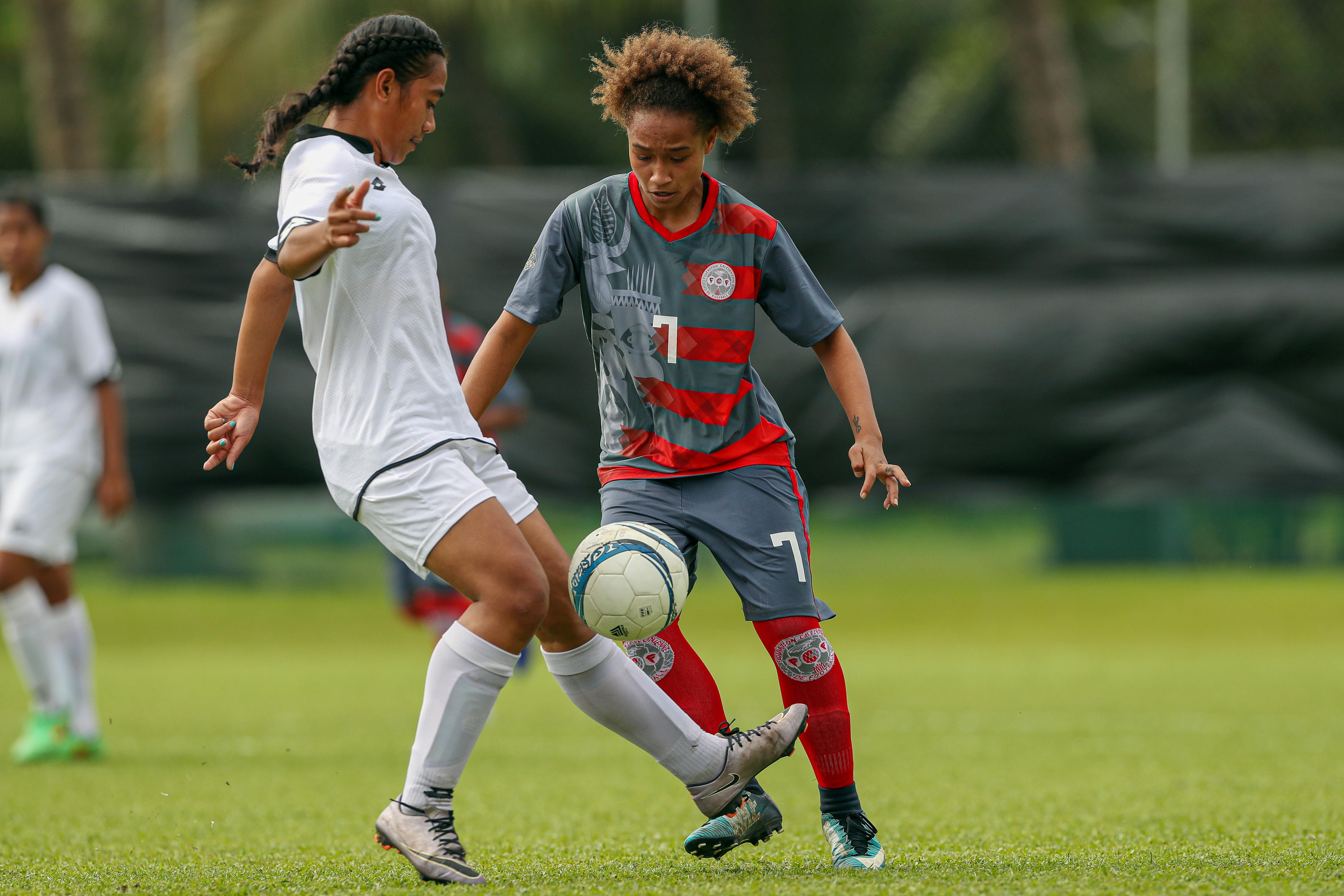 Jackie PAHOA est déjà bien connue du football océanien, étant considérée comme l'un des meilleurs espoirs du football féminin en Océanie.
