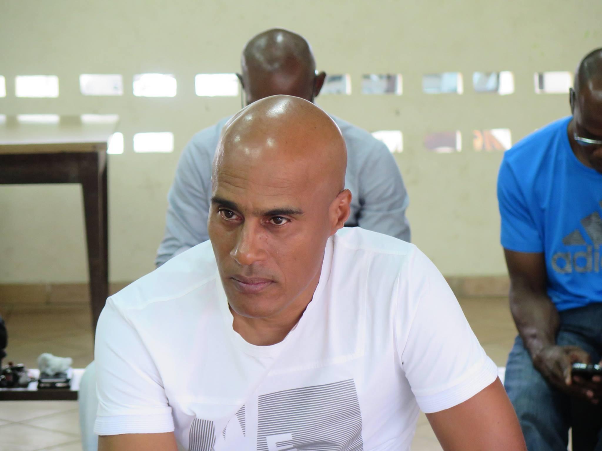 François LOUIS-MARIE est un entraîneur très expérimenté, qui aura fait le bonheur du football guyanais durant de longues saisons : Sélections, clubs de Sport Guyanais, Club Colonial, Us Matoury.